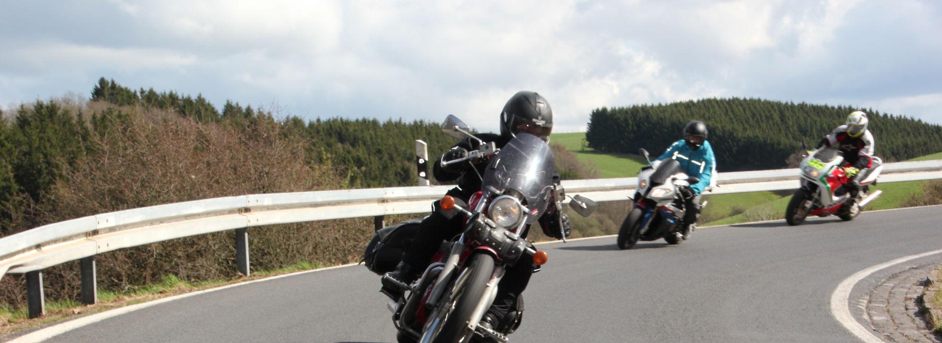 Motorrijbewijspoint Leiderdorp motorexamens AVB en AVD